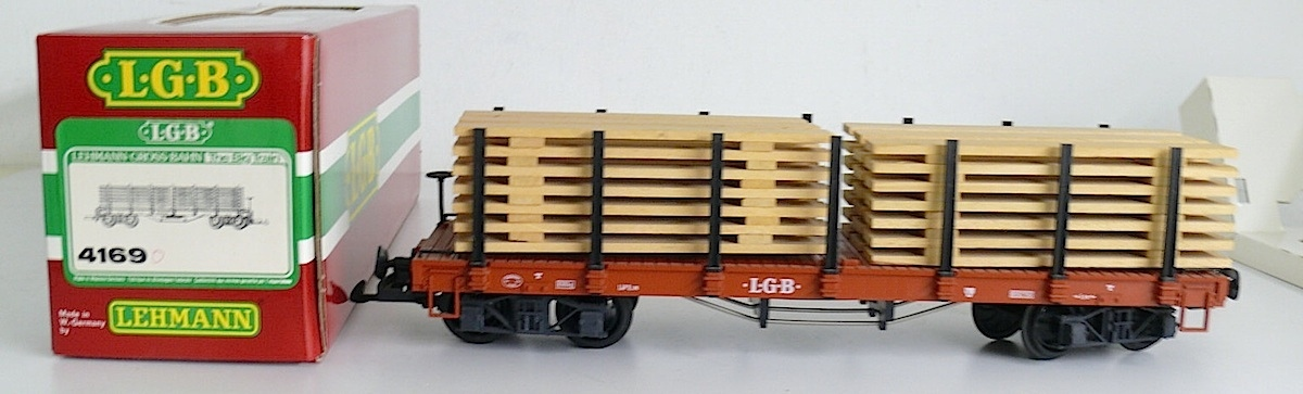 LGB Rungenwagen mit Holzladung (Flat car with stanchions and lumber load) Version 3