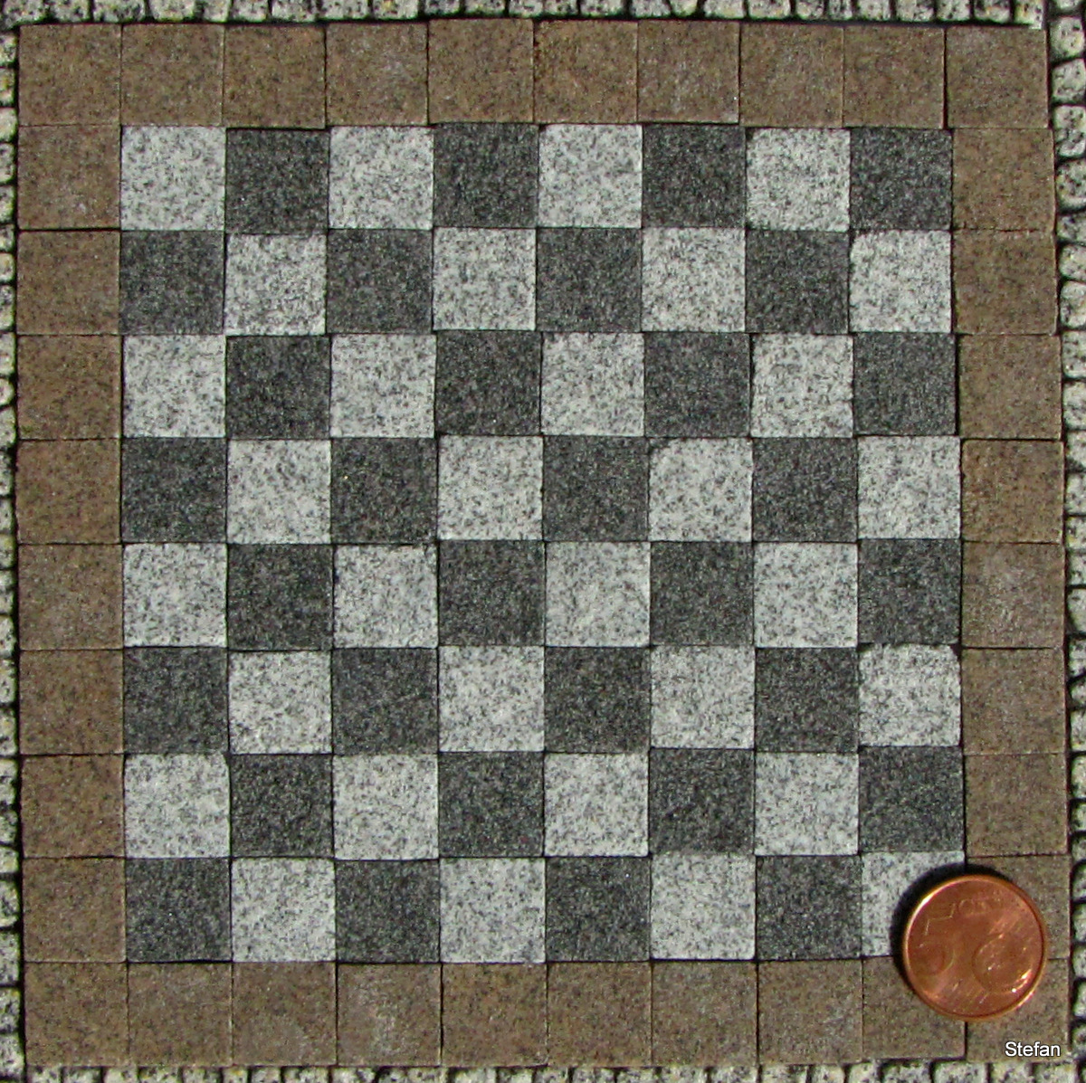 Schachbrett mit Umrandung (Checkerboard with border)