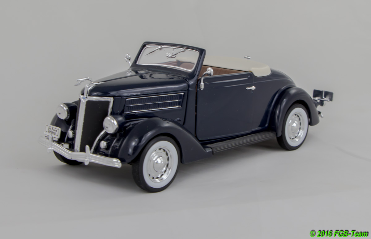 1936 Ford Deluxe cabriolet (by Welly)