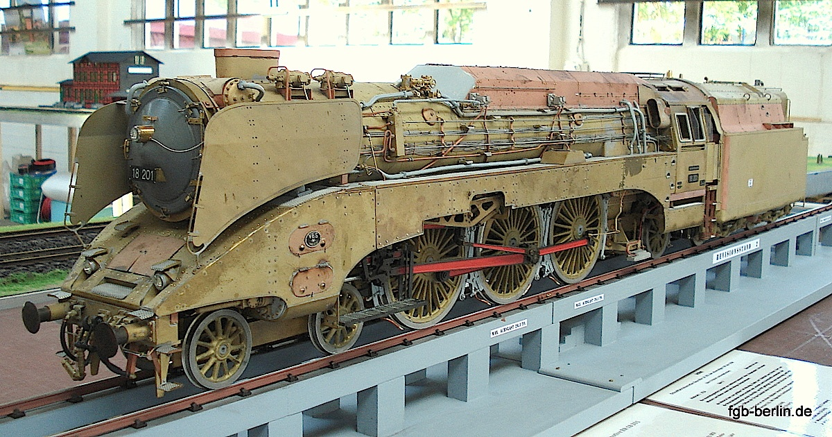 DR Dampflok (Steam locomotive) 18 201