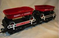 Flachwagen mit (Flat car with) Radio Flyer Wagon