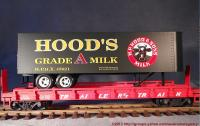 Trailer Train Flachwagen mit Sattelanhänger (Flat car with trailer) 476850 Hood's Milk
