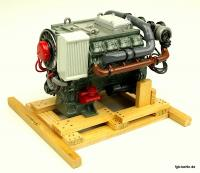 Acht Zylinder Motor (Eight cylinder engine)