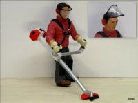 Arbeiter mit Motorsense (Worker with brush trimmer)