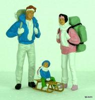 Familie im Winter (Family in winter clothes)